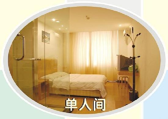 Huanghelou Business Hotel: 大床房
