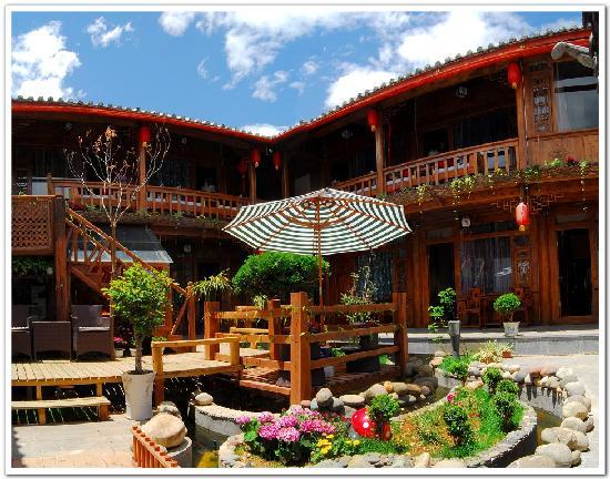 Chuchen Rumeng Inn: 院子