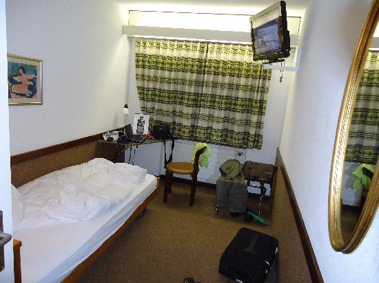 Hotel Rothaus: 狭小的房间