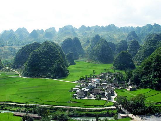 Wanfenglin Scenic Area: 贵州边陲小市--兴义美丽的万峰林风光