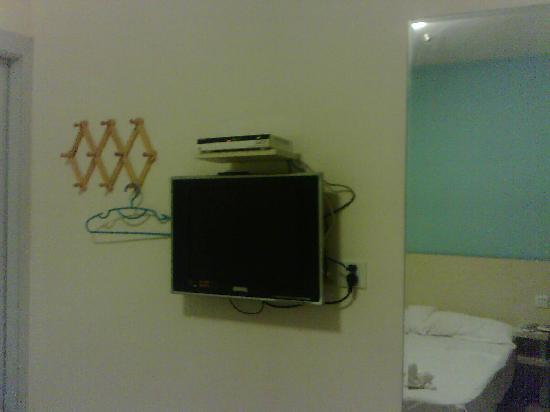 Coco Hotel: 这是挂着的液晶电视