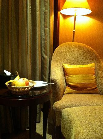 Grand Royal Hotel: 酒店送的水果,虽然没顾的上吃,感觉很温馨