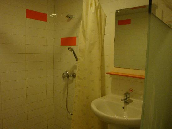 Pod Inn Suzhou Guanqian Yangyu Alley Subway Station: Bathroom-