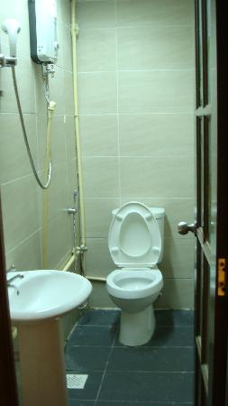 Asian Hotel: 卫生间