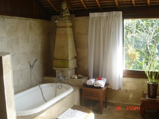 Alam Indah: 半露天的浴室