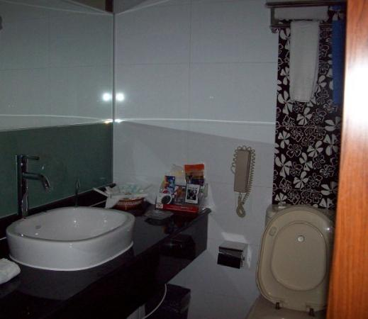 Yilong Hotel: 盥洗室