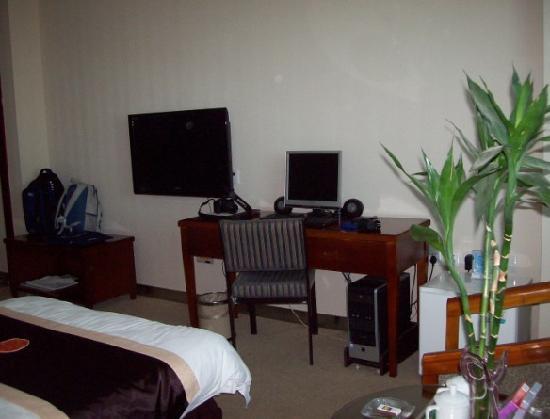 Yilong Hotel: 房间陈设