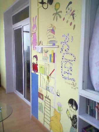 Guoran Youth Hostel: 阳台上的阅览区