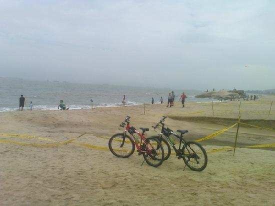 Kulangsu Huandao Road : 夏天大海沙滩单车,少了阳光和美女