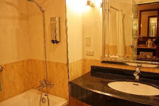 Park Hotel: 入住的标准间卫生间