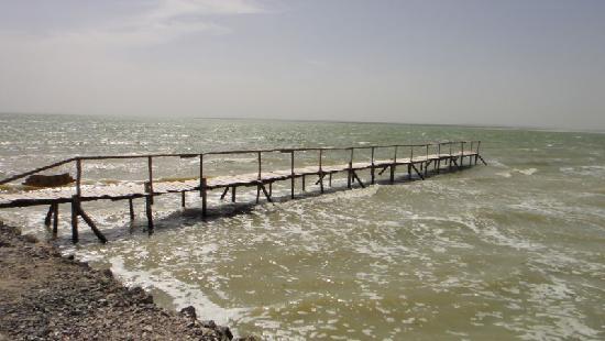 Dalainuoer Lake: 湖水上的木桥