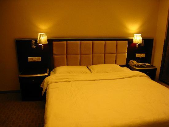 Times Yuehai Hotel: 大床