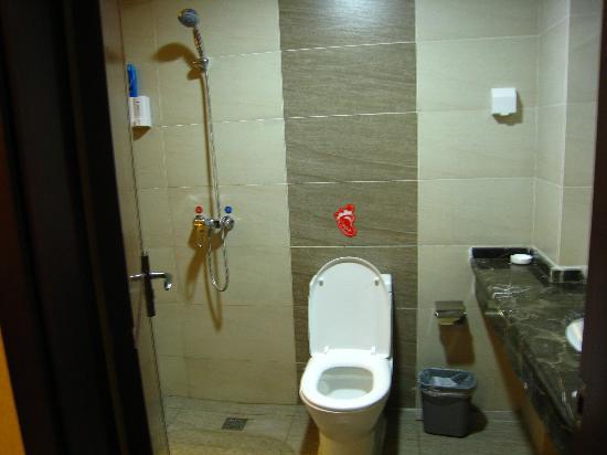 Times Yuehai Hotel: 卫生间
