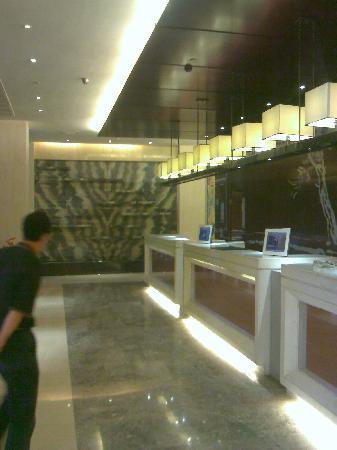Continental Hotel: 精致的前厅