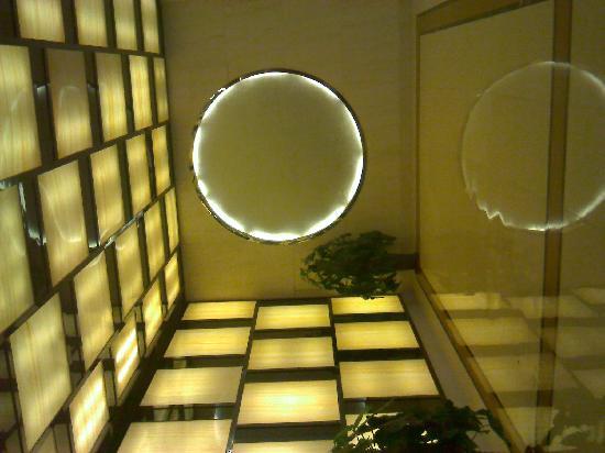 Continental Hotel: 这个很抽象(过厅)