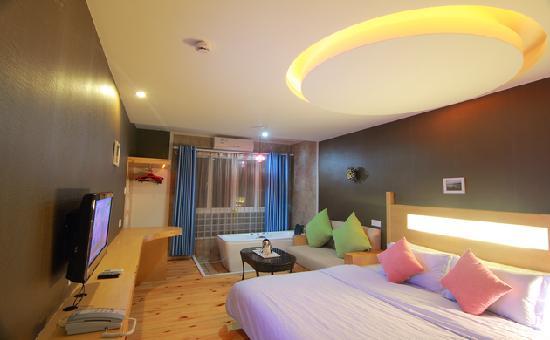 Yuanfang Yougecun Boutique Hotel Yalong Bay: 豪华浴缸大床房
