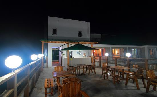 Yuanfang Yougecun Boutique Hotel Yalong Bay: 露台酒吧