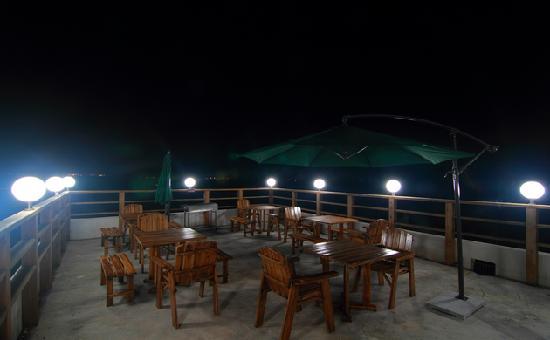Yuanfang Yougecun Boutique Hotel Yalong Bay: 露台水吧