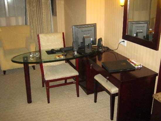 Victoria Hotel: 写字台