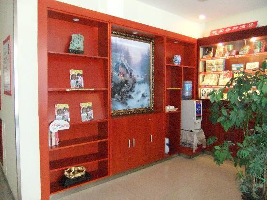 Hanting Inns & Hotels (Dalian Heishijiao) : 酒店大堂一角