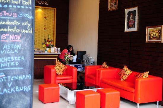 Lub Sbuy Guest House: 酒店大堂