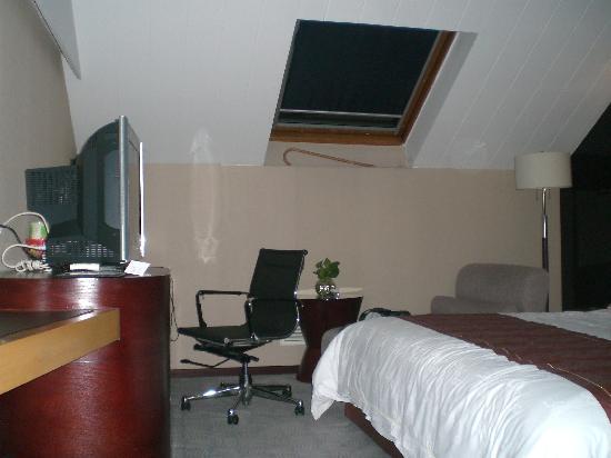 Yeahoo Hotel : 斜的窗户