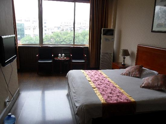 Xintai Hotel: 豪华大床间