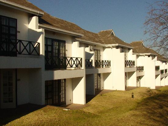 Indaba Hotel: 酒店客房清晨时的外观