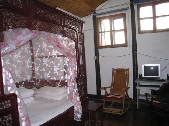 Xunmengyuan Hostel: 雕花大床