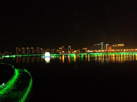 Shenzhen, China: 深圳湾夜景