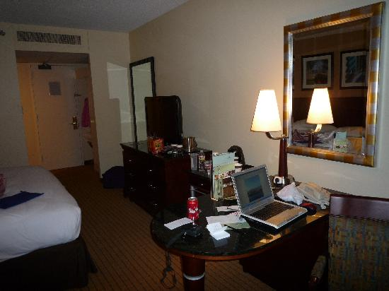 DoubleTree by Hilton Hotel Houston Downtown: 房间1
