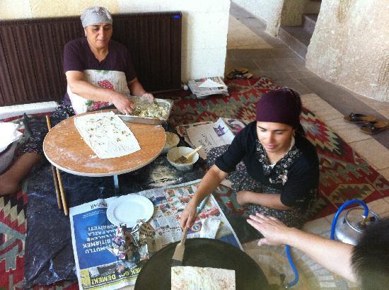 MDC Hotel: 酒店餐厅做大饼的土耳其大婶!