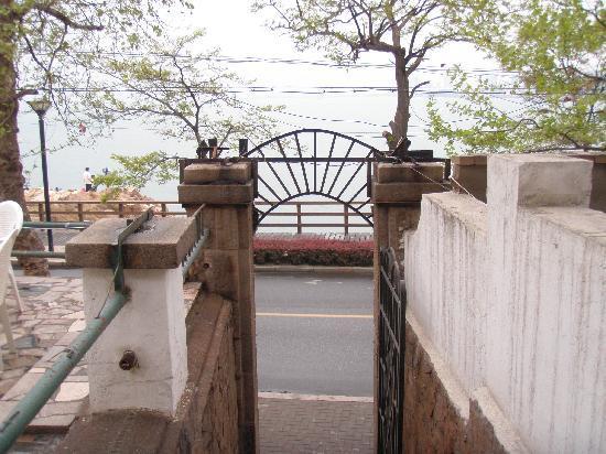 Guanhai Xiaozhu Seaview Resort : 门前东海