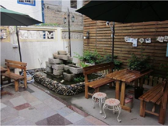 Suwan Inn: 一楼院子 像素还不错哈