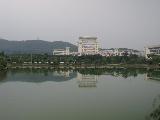 Haiyue Jianguo Hotel Weihai: 美丽的山大校院