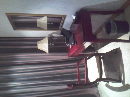 Runjia Hotel: 书桌兼化妆桌