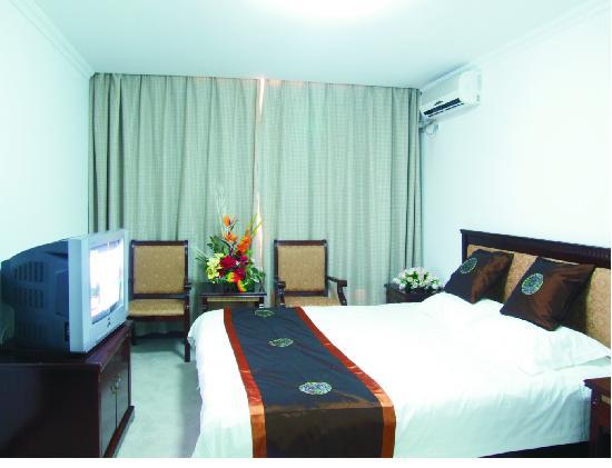 Huangpu Hotel: 大床