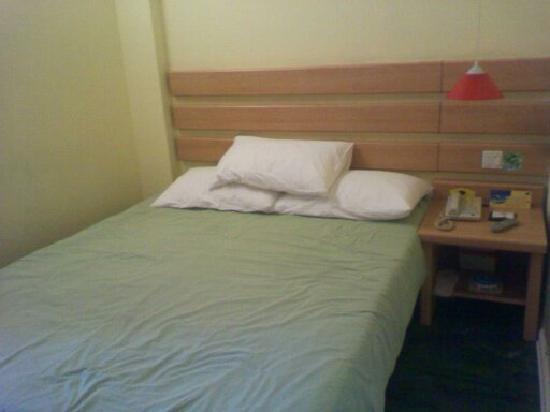 Home Inn Beijing Xizhimen Beicaochang: 如家床