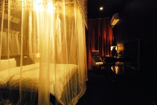 Jianshe Hotel : 迷幻黑房