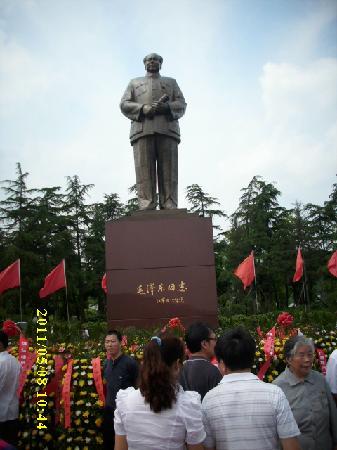 Mao Zedong Bronze Statue Square