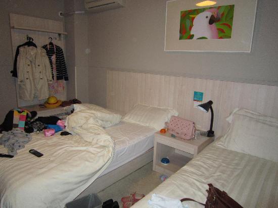 Jinjiang Inn Xiamen University : 房间还可以。就是被我们搞乱了。