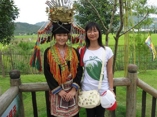 Lantian Yao Style Garden : 与瑶族姑娘合影