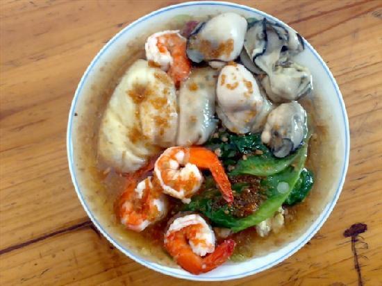 Sanya, China: 鲜虾肠粉