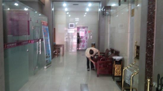 Chunxi Fang Old Chengdu Inn: 酒店大厅