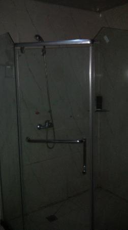 Chunxi Fang Old Chengdu Inn: 淋浴房