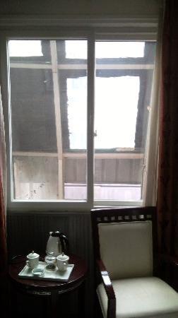 Chunxi Fang Old Chengdu Inn: 小窗户,可惜没有view