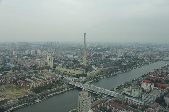 Xinda Square Apartment: 远观河东
