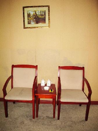 Jinshanghua Hotel: 房内设备