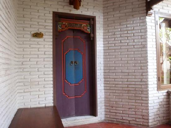 Balisani Padma: Room door