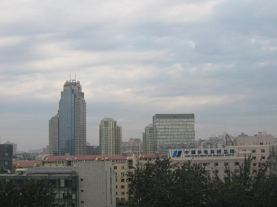 Xizhimen Guest House : 临窗远眺